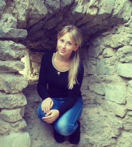 Девушка ищет работу украина работа в автосалоне в москве для девушек